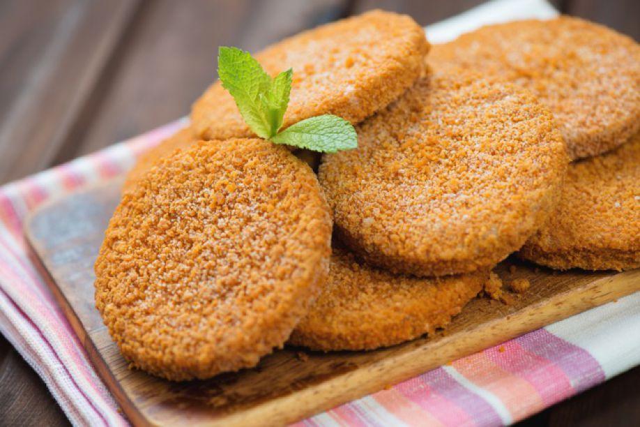 Рыбные котлеты с панировочными сухарями рецепт